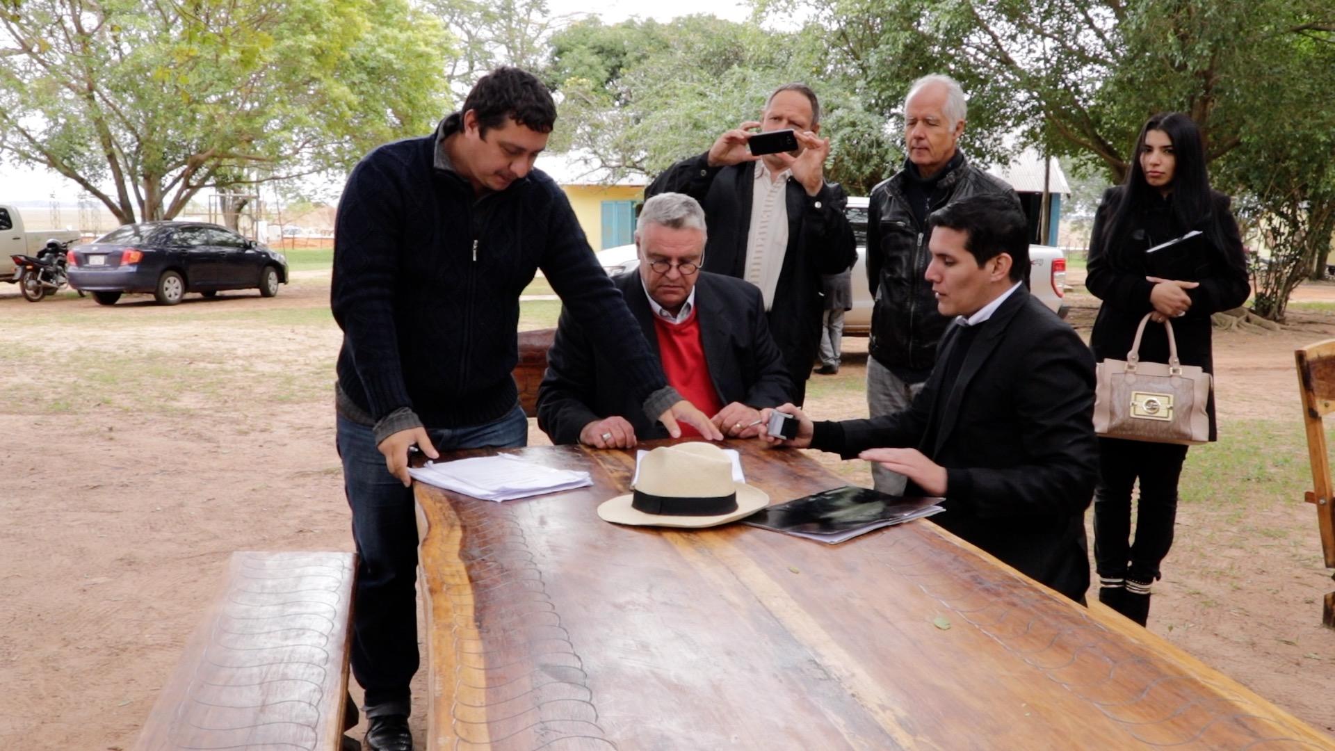 Unterschrift des Protokolls u_ber die Wiederaufnahme des Tiefbaus; Baugenehmigung
